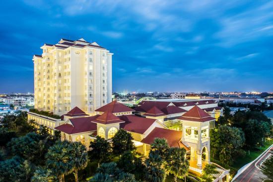 5 star Sofitel Phnom Penh Phokeethra hotel