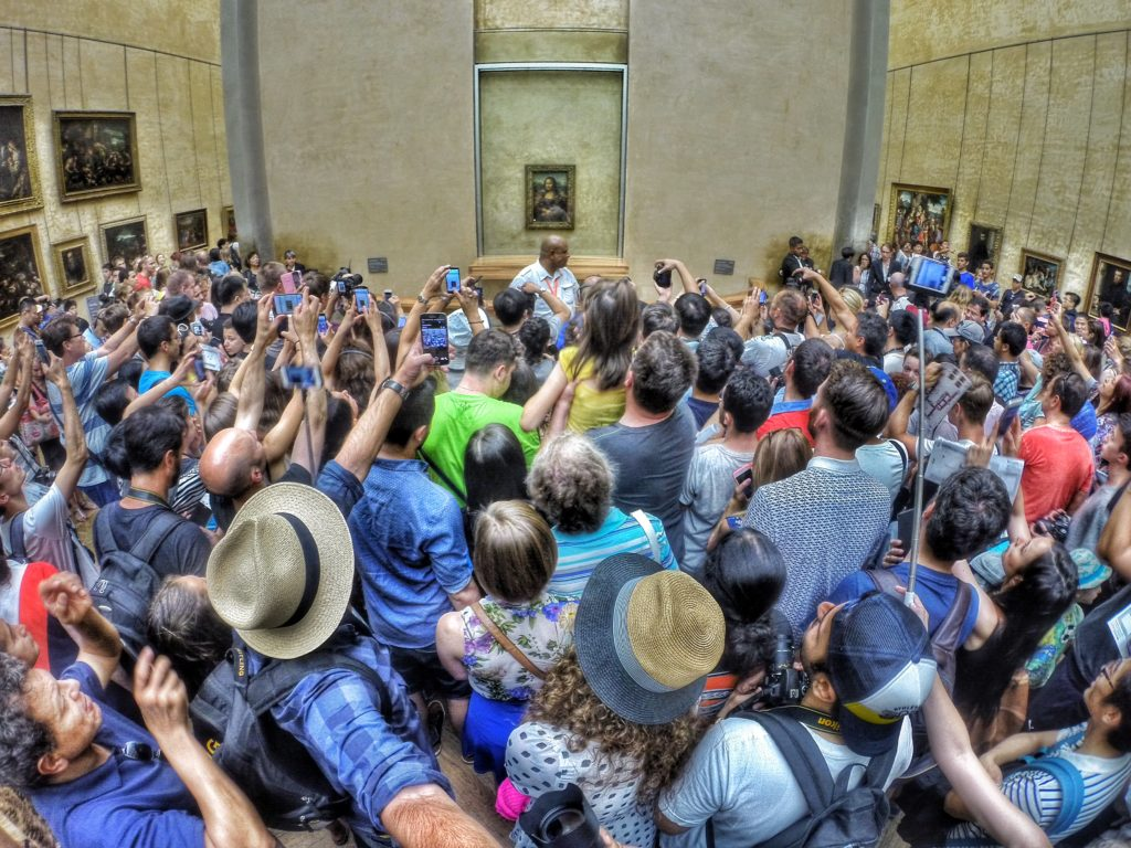 Enormous Crowds Jostle to See the Mona Lisa